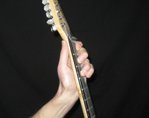 Bad fret hand position 2 - https://supertonicguitar.com/wp-content/uploads/2018/01/guitar-bad-fret-hand-position-2.png
